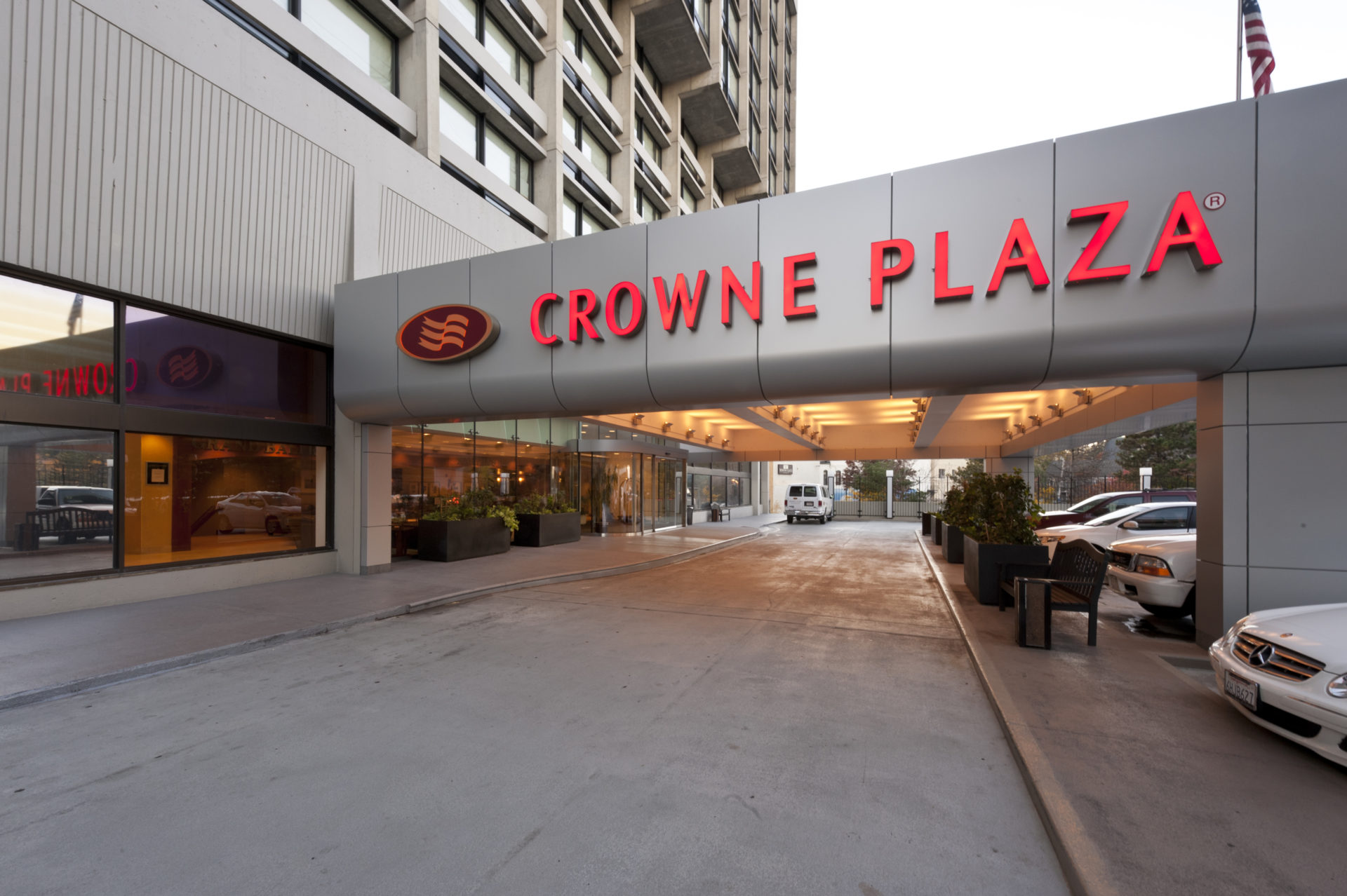 Crowne Plaza Hotel Chapman Construction
